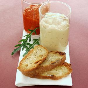 Ajvar og hummus med grillet brød