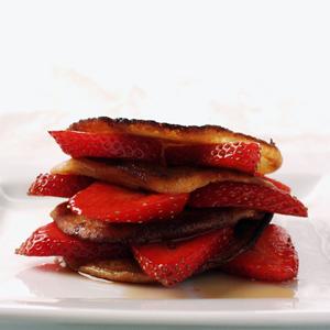 Amerikanske pandekager med jordbær