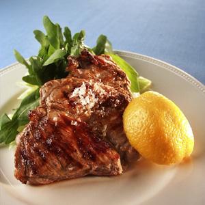 Antonius kotelet med frisk salat og citron