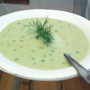 Aspargessuppe med ærter og dild