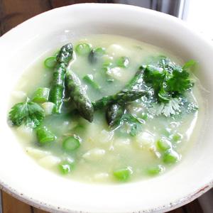 Aspargessuppe med kartofler og koriander
