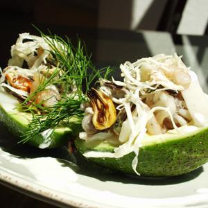 Avocado med skaldyrssalat