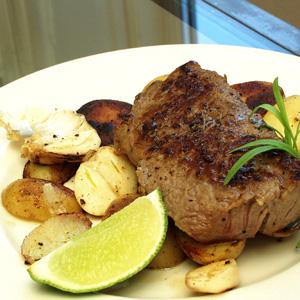 Bøf med sauterede kartofler og hvidløg