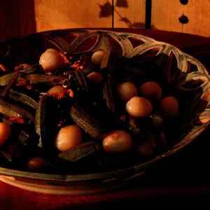 Courgetter og små løg i kardemomme