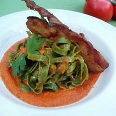 Fettucine med peberfrugtpure og bacon