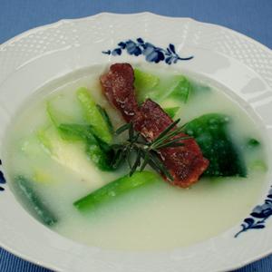 Fyldig suppe med porrer og bacon og kartofler