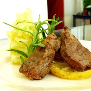 Grillede lammekoteletter med kartoffelmos og trøffelolie