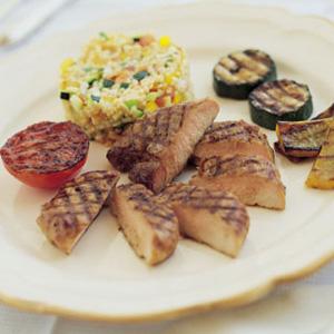 Grillstegte skinkeschnitzler med grøntsager