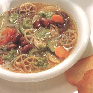 Grønsagssuppe med pesto