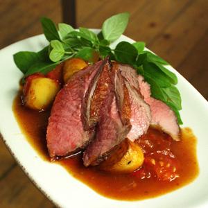 Kalveculotte med ragout af kartofler og tomater