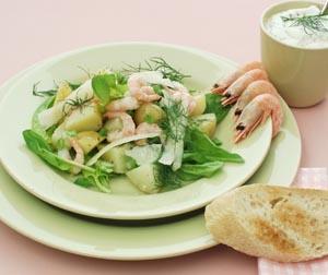 Kartoffelsalat med frisk spinat og pilselv-rejer
