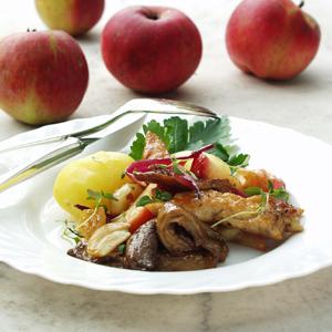 Kyllinggryde med æbler og svampe