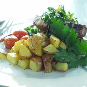 Lammekoteletter med gremolata og råstegte kartofler