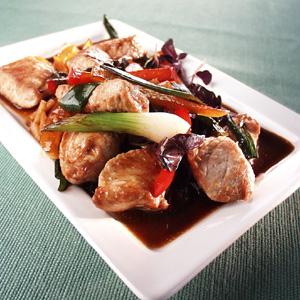 Lynstegt svinekød med chili og peberfrugter