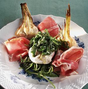 Parmaskinke med hvidløg og sauteret rucolasalat