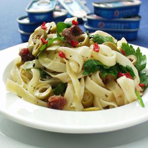 Pasta med ansjoser og oliven
