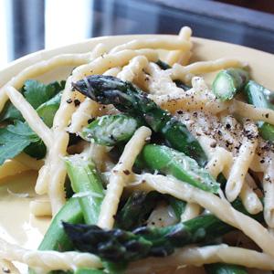 Pasta med friske asparges og pecorino