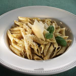 Pasta med pesto og frisk parmesan