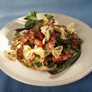 Pasta med rucolasalat og asparges