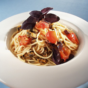 Pasta med tomat og hvidløg og muslinger