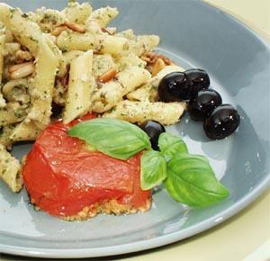 Penne med sauce af 3 slags nødder og ricotta