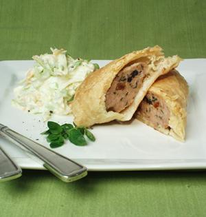 Pirogger med svinekød og coleslaw