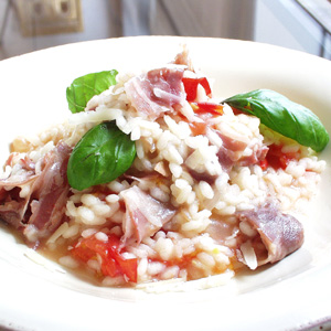 Risotto med panchetta og friske tomater
