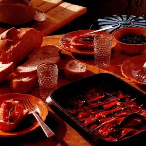 Røde marinerede peberfrugter med ansjoser