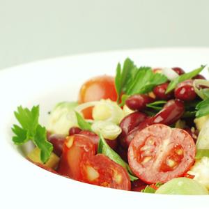 Salat af grønne bønner med bacon og emmenthaler