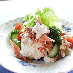 Salat med røget ørred og rygeost og karse