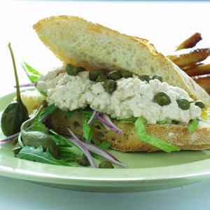 Sandwich med rørt torskerogn og ovnfritter