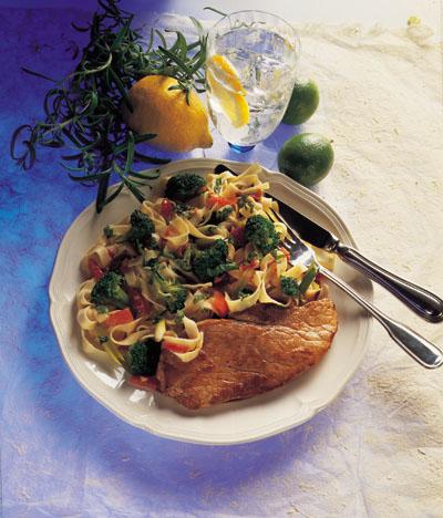 Skinkeschnitzler med grøntsagepasta