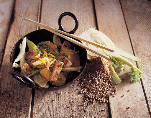 Skinkestrimler i wok med fennikel og appelsin