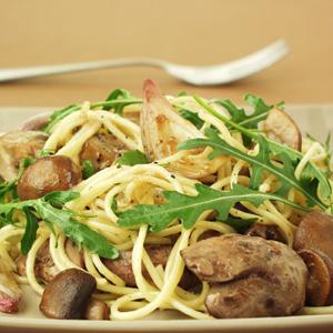 Spaghetti med kyllingelever og champignons