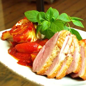 Stegt andebryst med ragout af kartofler og tomater