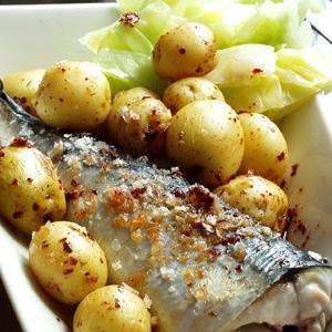 Stegt makrel med ovnbagte kartofler og spidskål