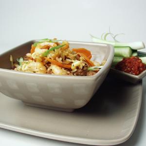 Stegte ris med svinekød og rejer a la thai