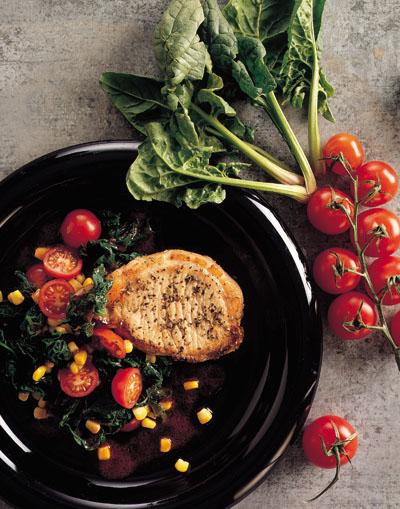 Svinekotelet med spinat-majs-tomat