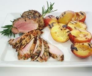 Svinemørbrad i rosmarin med grillede nectariner