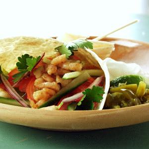 Tortillas med agurke-tomatsalsa og chilirejer