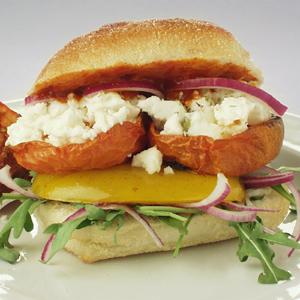 Vege-burger med langtidsbagte tomater og feta